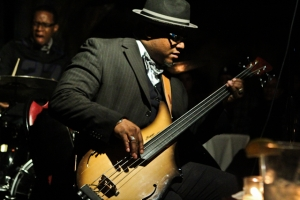 Tarus Mateen, bass with Quincy Phillips, drums